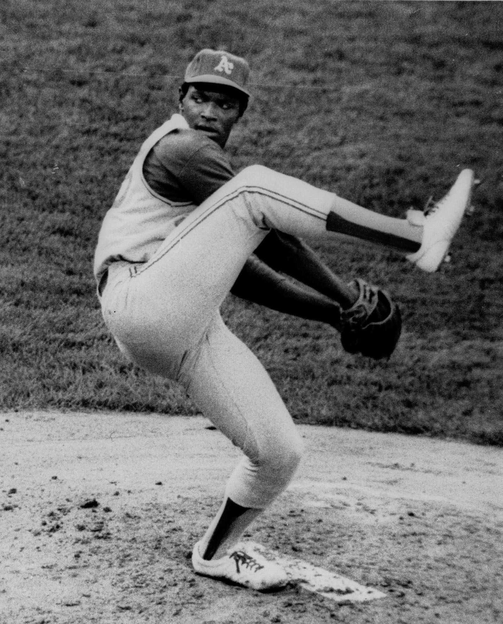 <span>Vida Blue, 21-year-old Oakland Athletics' southpaw, eyes the batter as he kicks out in a pitch to the plate in a game with the Kansas City Royals on May 14, 1971. (AP Photo)</span>
