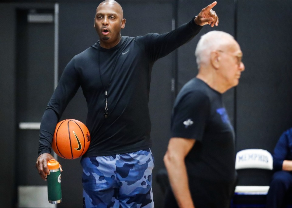 <strong>Memphis Tigers head coach Penny Hardaway literally points out a play during Pro Day on Wednesday, Oct. 6, 2021.</strong> (Mark Weber/The Daily Memphian)