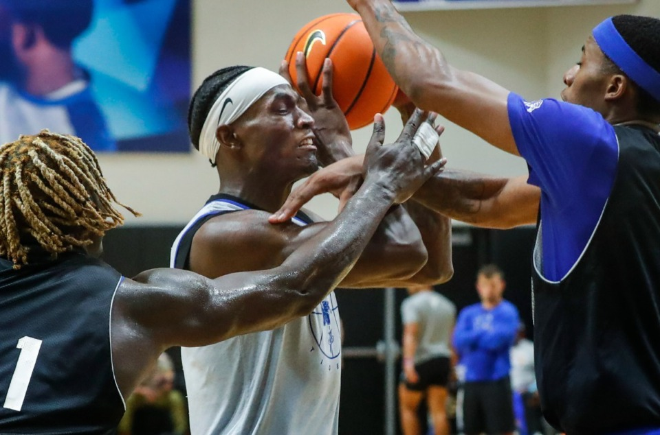 <strong>Memphis Tigers forward Jalen Duren (middle) drives the lane during Pro Day on Wednesday, Oct. 6, 2021.</strong> (Mark Weber/The Daily Memphian)