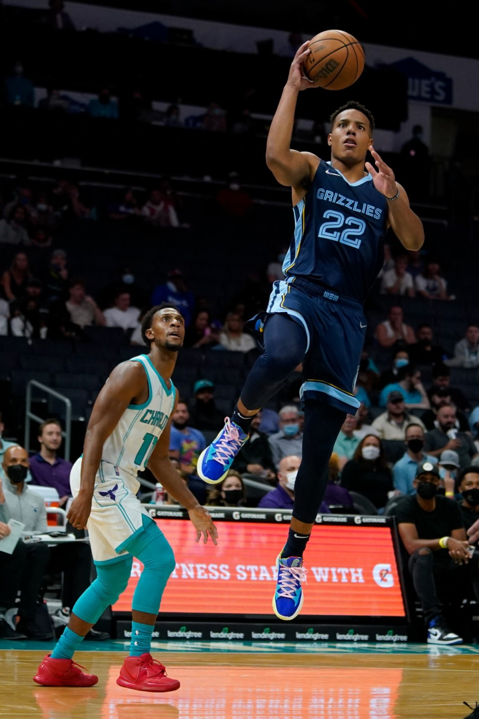 <strong>Memphis Grizzlies guard Desmond Bane shoots in front of Charlotte's Ish Smith on Thursday, Oct. 7, 2021, in Charlotte, North Carolina.</strong> (Chris Carlson/AP)