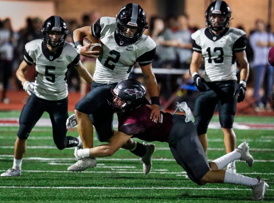 <strong>Houston&rsquo;s Ben Stegall (left) is taken down by Collierville&rsquo;s Harrison Craig (right) on Oct. 7, 2021.</strong> (Mark Weber/The Daily Memphian)