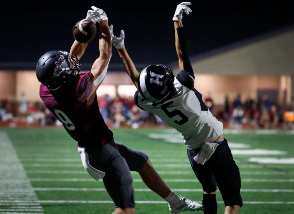 <strong>Collierville receiver Noah Flaskamp (left) can&rsquo;t make the reception as Houston&rsquo;s Max Stegall (right) attempts an interception on Oct. 7, 2021.</strong> (Mark Weber/The Daily Memphian)