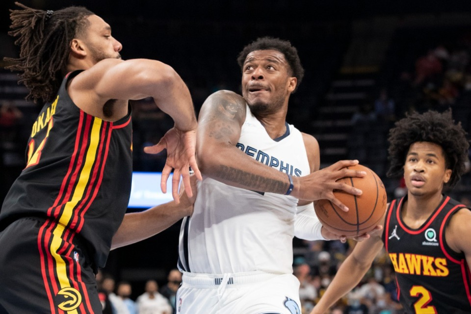 <strong>Memphis Grizzlies forward Xavier Tillman Sr. (center) drives to the basket defended by Atlanta Hawks center Jahlil Okafor (left) and guard Sharife Cooper.</strong> (Nikki Boertman/Associated Press)