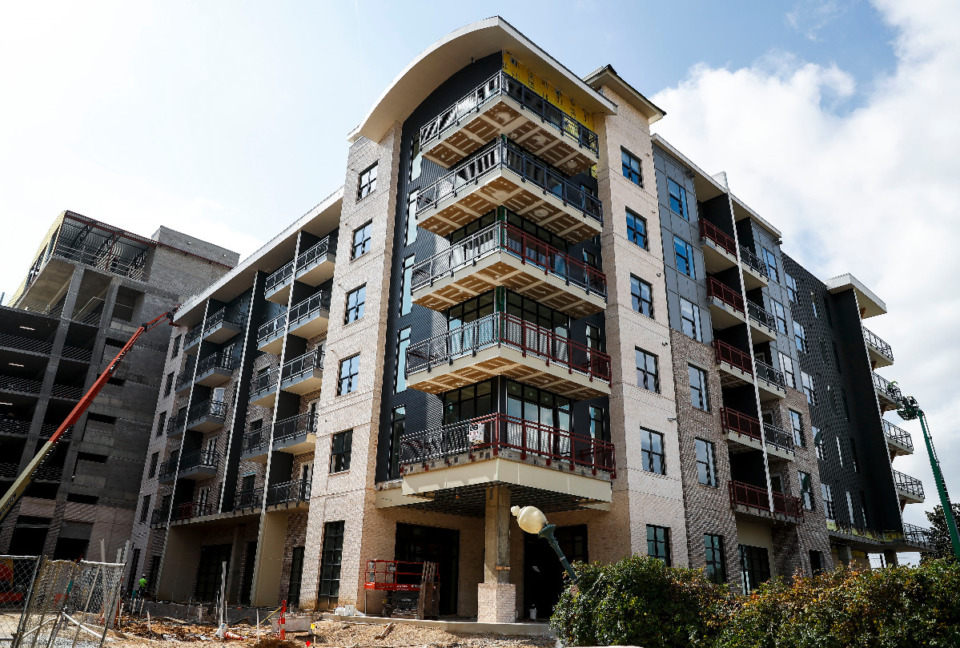 <strong>Work on major projects like the One Beale luxury apartment building has been made more difficult by global supply problems caused by the pandemic. </strong>(Mark Weber/Daily Memphian file)