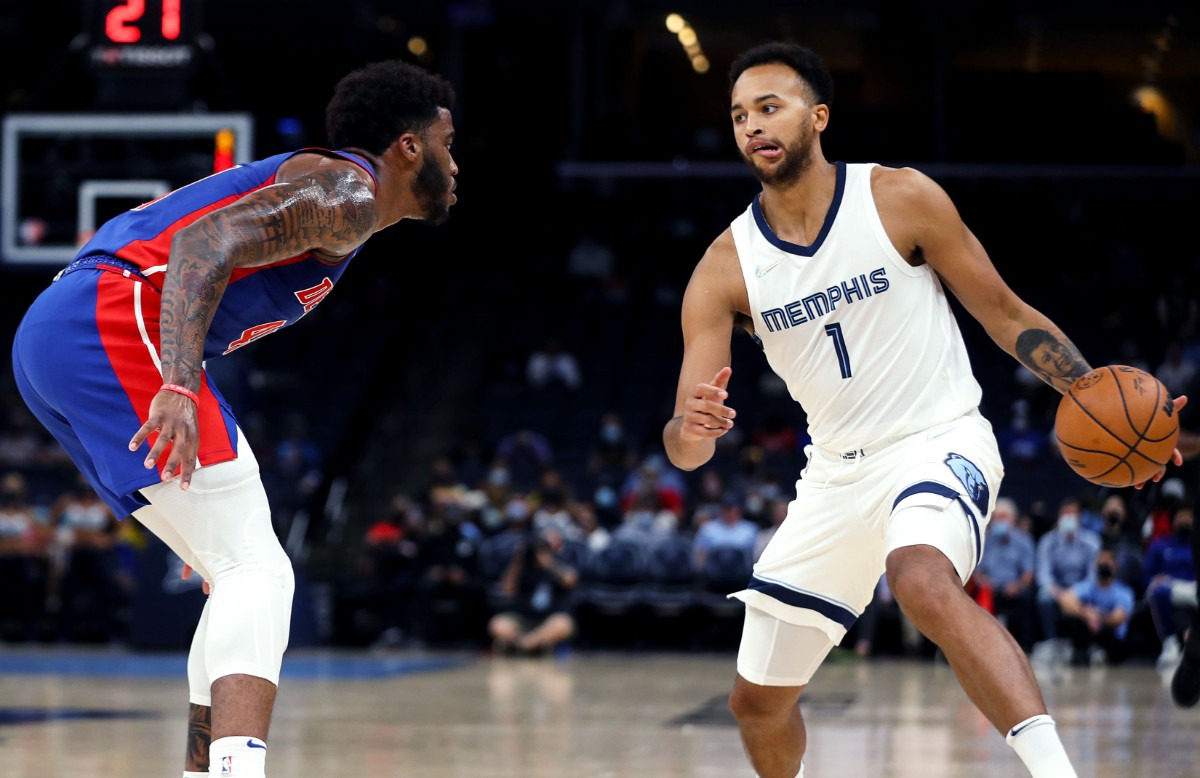 <strong>Grizzlies wing Kyle Anderson (1) tries to shake a defender during the Oct. 11 preseason game against the Detroit Pistons.</strong> (Patrick Lantrip/Daily Memphian)