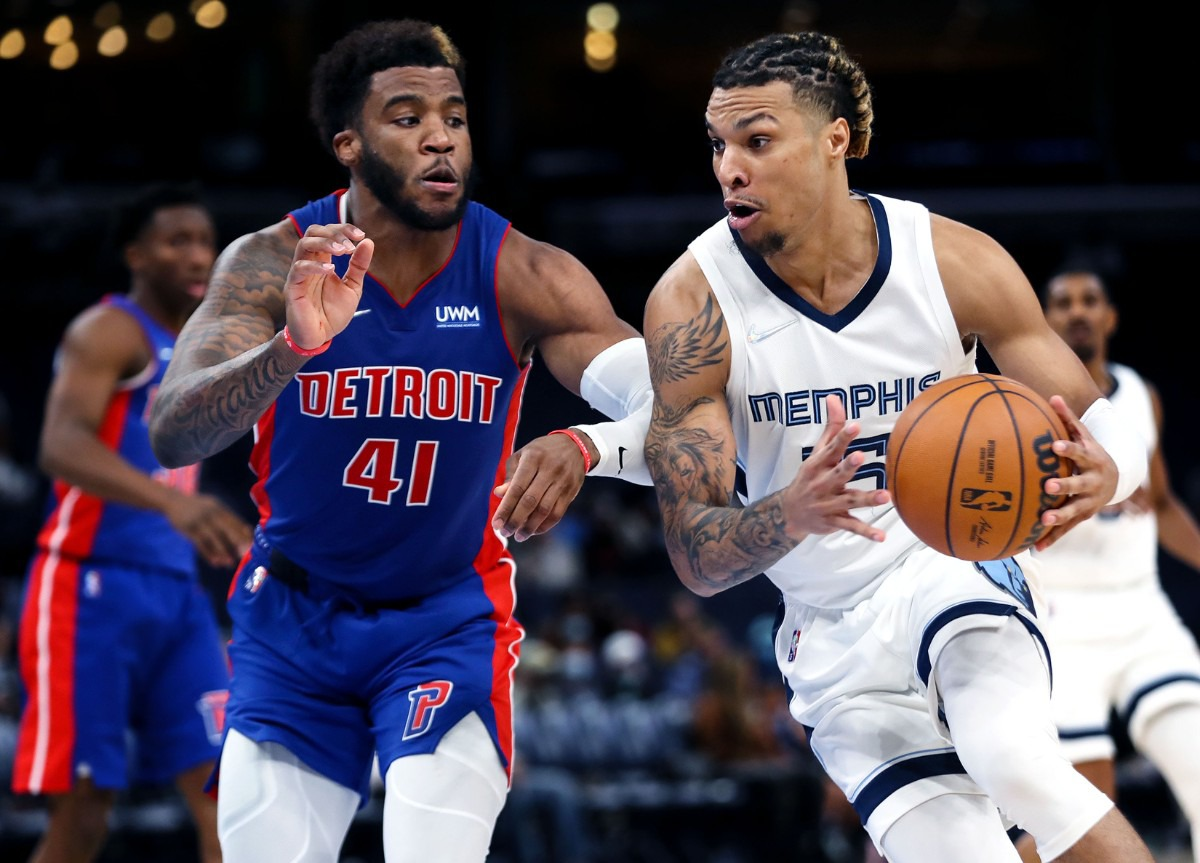 <strong>Grizzlies forward Brandon Clarke (15) drives to the basket during the Oct. 11 preseason game against the Detroit Pistons.</strong> (Patrick Lantrip/Daily Memphian)