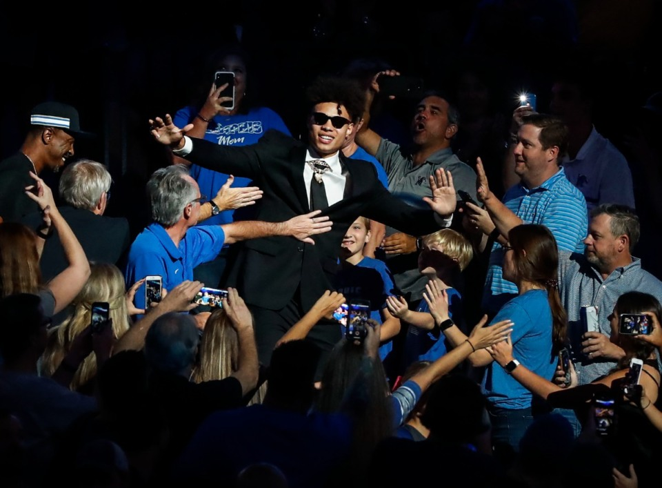 <strong>Lester Quinones is greeted by fans during the 2019 Memphis Madness event at the FedExForum.</strong> (Mark Weber/Daily Memphian)