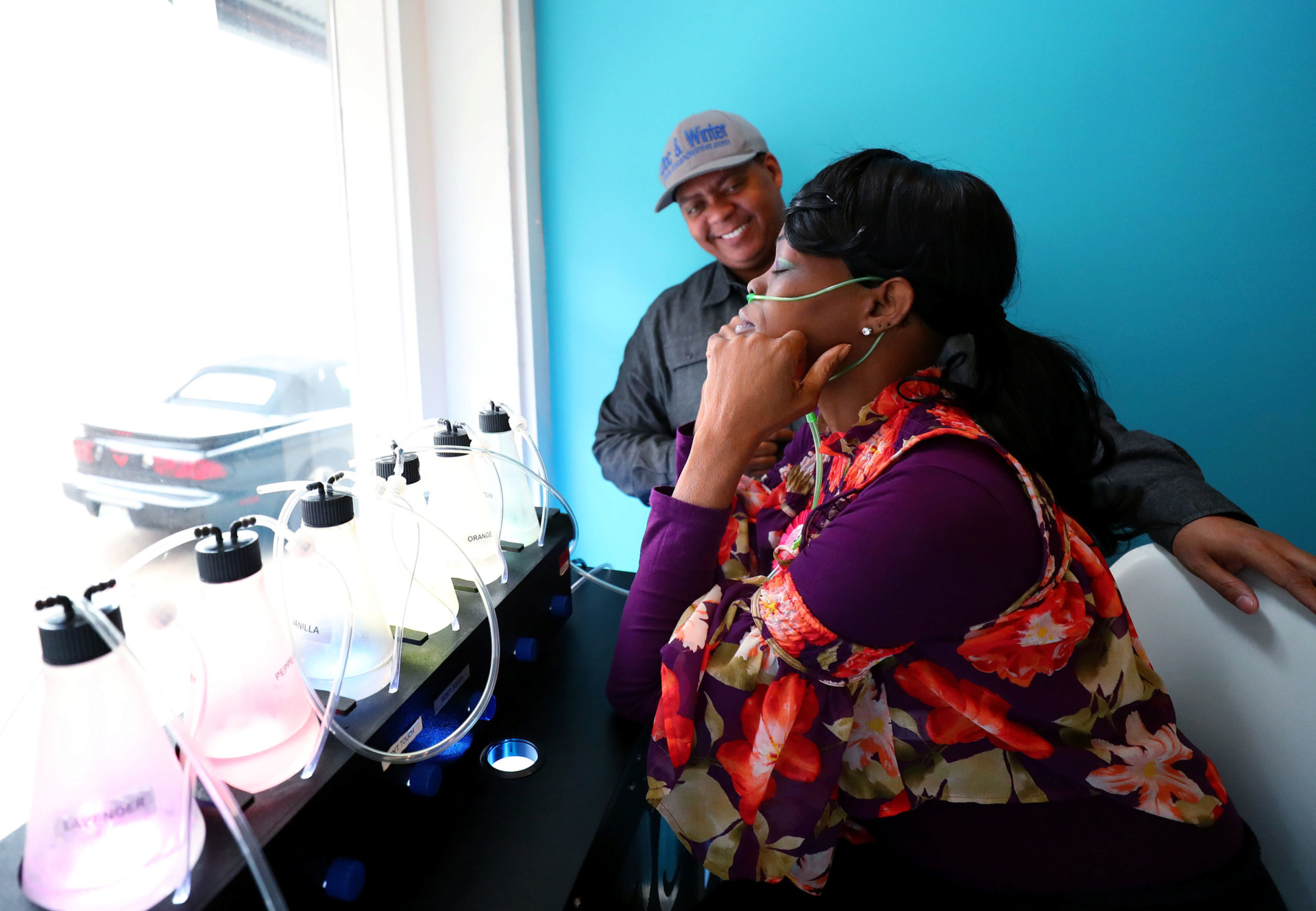 <strong>Dr. Jerry Winter Bobo (left) explains how to use the oxygen bar to his customer Vanita White&nbsp; at Relax H2O. Bobo, owner of the spa, is one of a handful of small businesses that has received incentives from the Memphis Medical District Collaborative.</strong> (Houston Cofield/Daily Memphian)