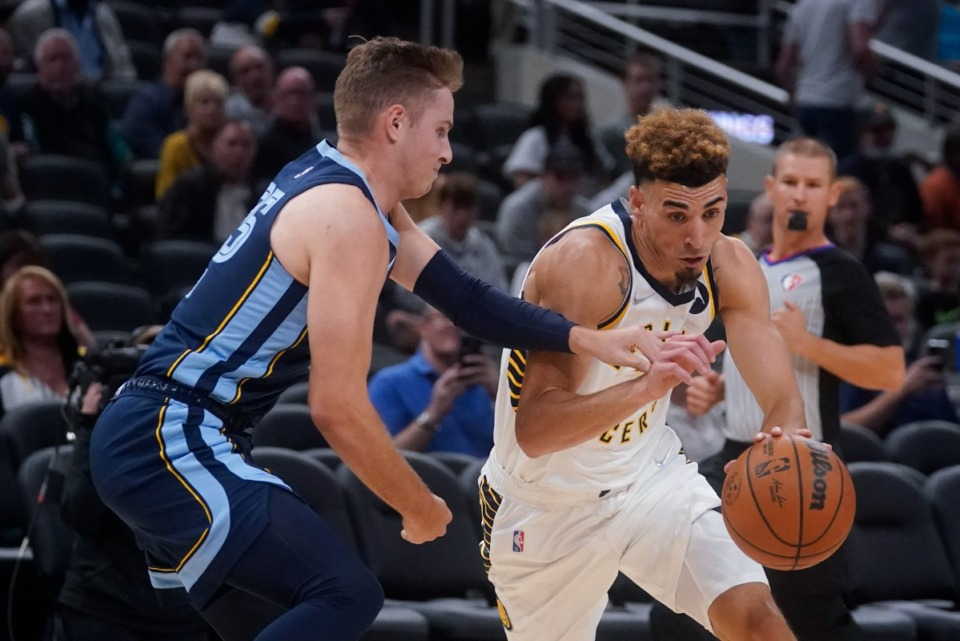 <strong>Grizzlies' Sam Merrill (25) battles Indiana&rsquo;s Chris Duarte, right, on Oct. 13 in Indianapolis.</strong> (Darron Cummings/AP)