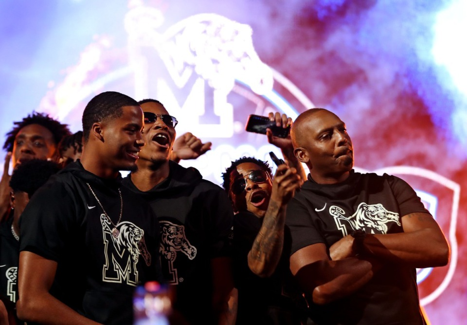 <strong>University of Memphis coach Penny Hardaway celebrates with his players at Memphis Madness in FedExForum Oct. 13, 2021.</strong> (Patrick Lantrip/Daily Memphian)