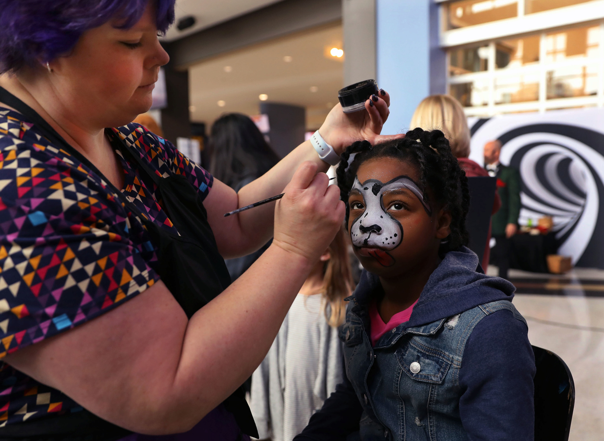 <strong>Rylee Smith has her face painted by Diane Thomas of Fancy Faces by Diane at Soup Sunday.</strong> (Patrick Lantrip/Daily Memphian)