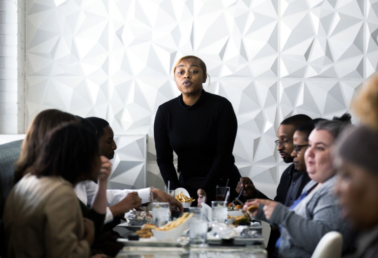 <strong>Jalillian Davidson, a waitress at Sage Restaurant, serves customers during lunch hour on Monday, Feb. 18, 2019.</strong> (Houston Cofield/Daily Memphian)