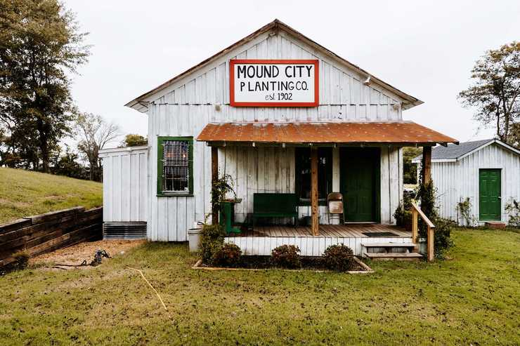 <strong>The old Mound City settlement sits amid historic markers and mature hackberry and cottonwood trees, just west of a levee that protects West Memphis from the Mississippi River. Near the crossroads of Mound City, Military, Dacus Lake and Wheeler roads, it's a couple miles north of Interstate 40's first Arkansas exit west of Memphis.</strong>(Houston Cofield/Daily Memphian)