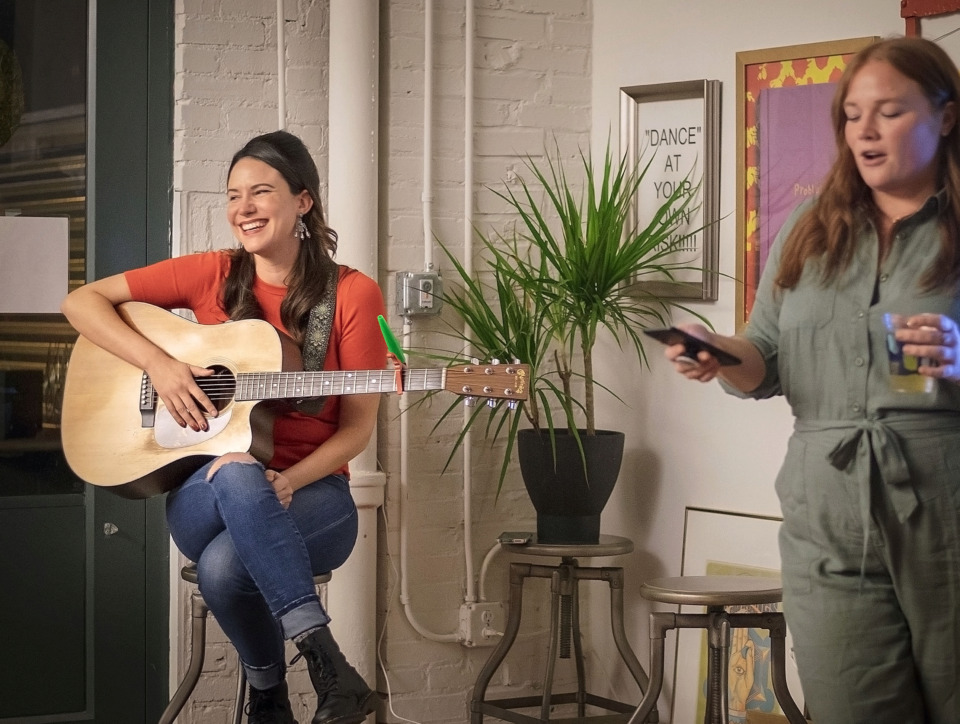 <strong>Meredith Regan (right), director of Sofar Sounds Memphis, introduces Santa Monica, Calif.-based songstress Chelsea Williams (left) to a crowd she&rsquo;s hosting in the living room of her Downtown Memphis apartment on February 22, 2019. Now in 429 cities, Sofar Sounds produces intimate pop-up concerts in venues such as apartments, retail spaces and other unconventional venues.</strong> (Gabrielle Duffie/Sofar Sounds Memphis)