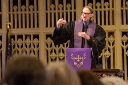 <strong>John Kilzer speaks at the Lenten Preaching Series at Calvary Episcopal Church on March 8, 2016. The singer/songwriter-turned-preacher died suddenly Tuesday.</strong> (Daily Memphian file)