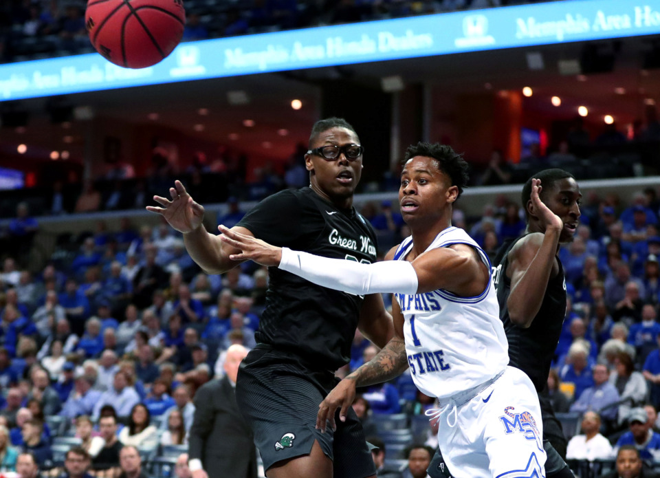 <strong>University of Memphis guard Tyler Harris (1) passes the ball to a teammate under the basket during an AAC Tournament game against Tulene at FedExForum in Memphis on Thursday, Mar. 14, 2019.</strong> (Houston Cofield/Daily Memphian)