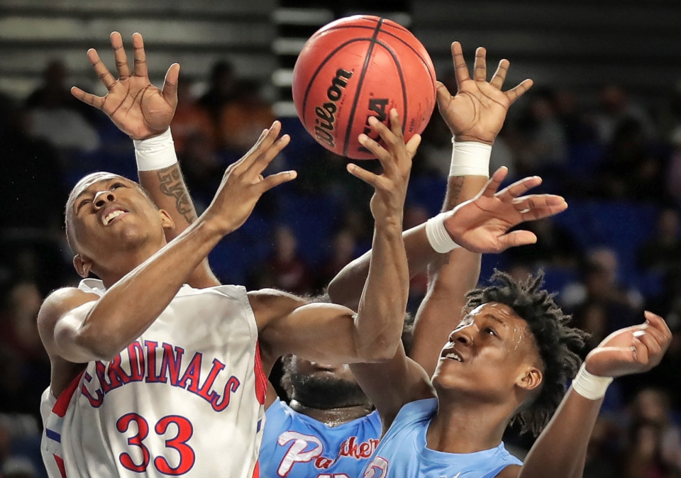 <strong>Wooddale's E'javion Mays (33) shoots under pressure by Brainerd's Terry Jackson during Wooddale's TSSAA Class AA semifinal game against Brainerd at MTSU in Murfreesboro on March 15, 2019.</strong> (Jim Weber/Daily Memphian)