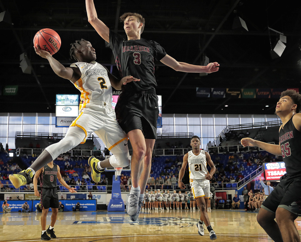 <strong>Whitehaven's Kavion McClain shoots under pressure by Bearden's Drew Pember during Whitehaven's TSSAA Class AAA semifinal game against Bearden at MTSU in Murfreesboro on March 15, 2019.</strong> (Jim Weber/Daily Memphian)