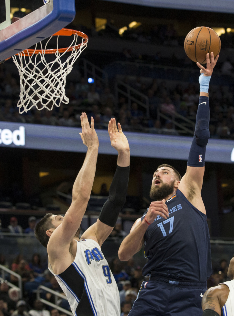 <span><strong>Memphis Grizzlies center Jonas Valanciunas (17) shoots over Orlando Magic center Nikola Vucevic (9) during the first half of an NBA basketball game in Orlando, Fla., Friday, March 22, 2019.</strong> (AP Photo/Willie J. Allen Jr.)</span>