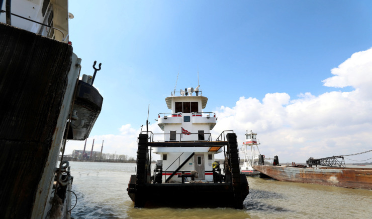<strong>Captain Robert Smith, a boat captain for Wepfer Marine, docks a river harbor tug at the company's wet docks on President's Island.</strong> (Houston Cofield/Daily Memphian)