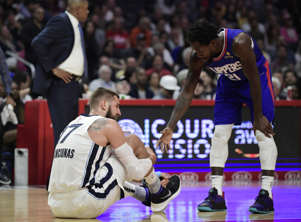 <span><strong>Los Angeles Clippers guard Patrick Beverley, right, offers to help up Memphis Grizzlies center Jonas Valanciunas after Valanciunas was hurt during a play during the second half of an NBA basketball game, Sunday, March 31, 2019, in Los Angeles. The Clippers won 113-96.</strong> (AP Photo/Mark J. Terrill)</span>