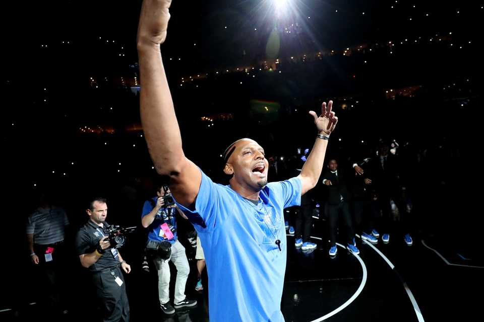"<strong><span class=""TextRun SCXW104163361"" lang=""EN-US"" xml:lang=""EN-US""><span class=""NormalTextRun SCXW104163361"">First-year coach Penny Hardaway entered FedExForum to a standing ovation. A video showing highlights dating to his playing days was shown.</span></span></strong>&nbsp;(Houston Cofield/Daily Memphian)"