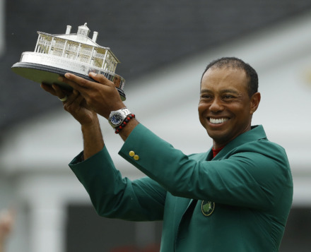 "<div class=""caption""> <p xmlns=""http://ap.org/schemas/03/2005/appl""><strong>Tiger Woods wears his green jacket holding the winning trophy after the final round for the Masters golf tournament Sunday, April 14, 2019, in Augusta, Ga.</strong> (Matt Slocum/Associated Press) </div>"