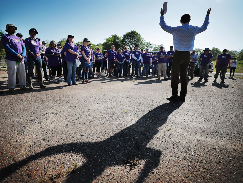 <strong>Keith Cole, Executive Director of the Wolf River Conservancy, talks with a crowd of FedEx volunteers before they start to work cleaning up a new section of the Wolf River Greenway in Raleigh on April 24, 2019 in preparation for a grand opening Saturday.</strong> (Jim Weber/Daily Memphian)