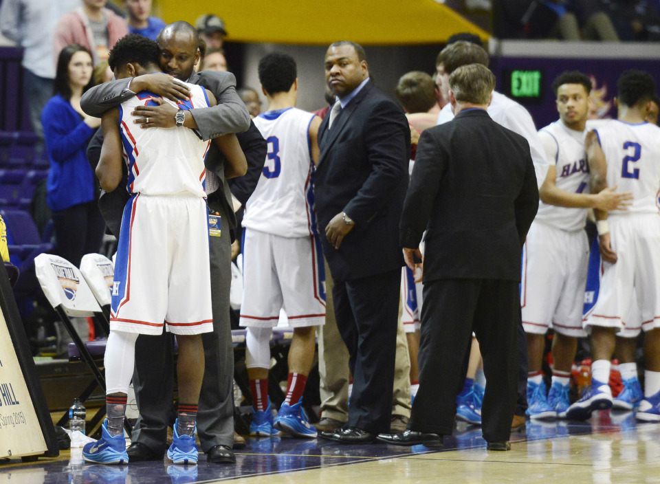 <strong>Harding Academy&rsquo;s head coach Kevin Starks (left) consoles Troy West after a 2015 loss in the Tennessee Division II A boys high school basketball championship.</strong> (AP file photo)