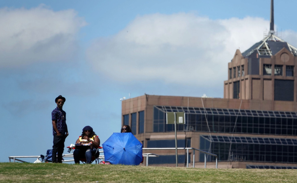<strong>Music fans scoped out a high-ground vantage point to watch the Beale Street Music Festival on Sunday.</strong> (Karen Pulfer Focht/Special to the Daily Memphian)